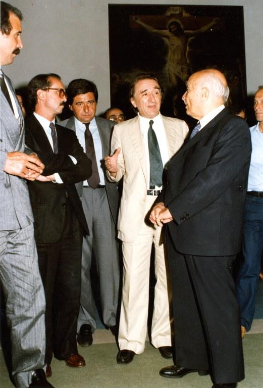 Inaugurazione de 'Nell'età di Correggio e dei Carracci', Andrea Emiliani illustra la mostra ad Amintore Fanfani. Da sinistra Renzo Imbeni, Lanfranco Turci, Luigi Covatta, 1985