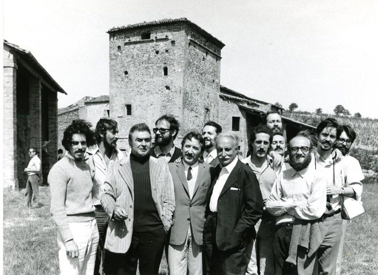 Da sinistra: Leone Pancaldi, Andrea Emiliani, Paolo Monti, Antonio Storelli. In econda fila, tra gli altri, Sergio Venturi, Gian Carlo Roversi, Piero Tranchina, Nicola Zamboni. Seconda campagna di rilevamento, Prada (RA) 1969