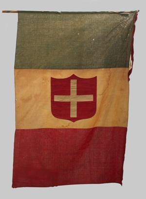 Bandiera recante al centro uno scudo rosso con la croce bianca di Savoia, 1859 ca