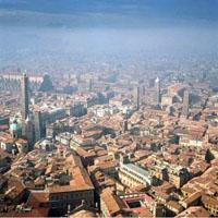Bologna, veduta aerea del centro storico