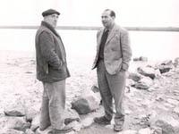 Cesare Zavattini e Roberto Rossellini sul Po a Gorino di Ferrara, 29 ottobre 1952 - Fondo 'Renzo Renzi', Archivio della Cineteca comunale di Bologna