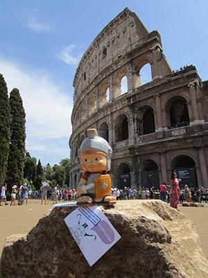 """""""Mi riposo davanti al Colosseo"""""""