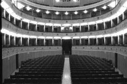 Mirandola (MO), Teatro Nuovo, la sala vista dal palcoscenico