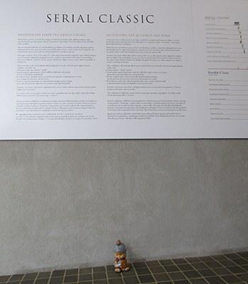 """""""In attesa all'ingresso della mostra Serial Classic"""""""