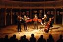 """un'immagine dello spettacolo """"Violini"""" (2009) – fotografia di Giorgia Liguori"""