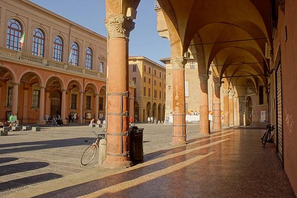 Piazza_Verdi,_Bologna Foto Alessandro Siani web.jpg